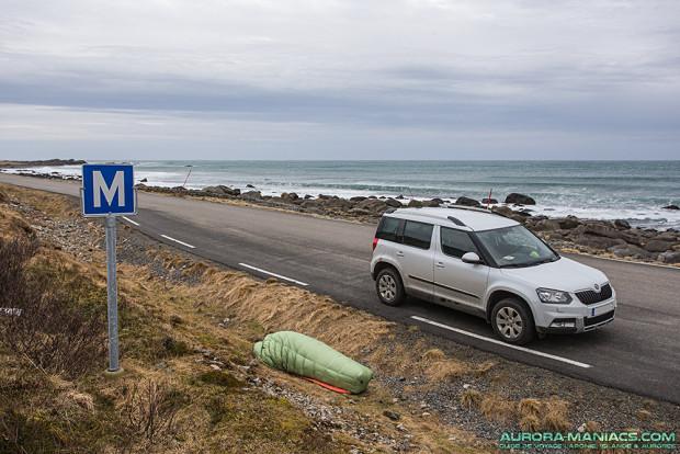Au bord d'une route déserte sans trafic (autrement c'est dangereux) - Iles Lofoten - Coord. GPS 68.3442971, 13.9369326