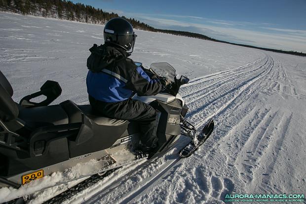 Motoneige autour d'Hetta, Finlande