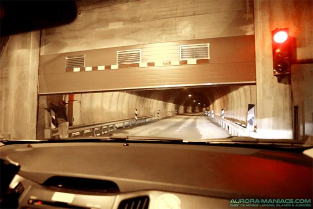 Norvège : porte de tunnel bloquée, ouverture manuelle obligatoire (vous me voyez ?)