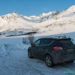 Parking enneigeé dans la région de Tromso
