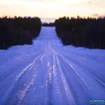 Route verglacée au nord de la Finlande
